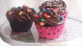 CUPCAKE DE CHOCOLATE y COBERTURA DE CHOCOLATE